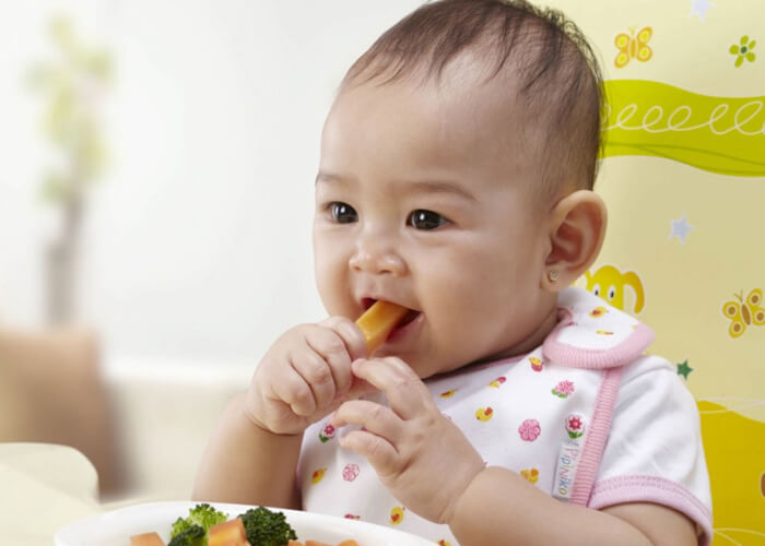 [Giải đáp] Trẻ 4 tháng tuổi ăn được hoa quả gì? Và không nên ăn gì?