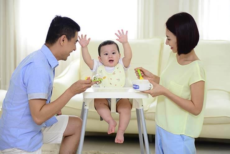 Bảng thời gian cho bé ăn dặm trong ngày theo kiểu Nhật và BLW
